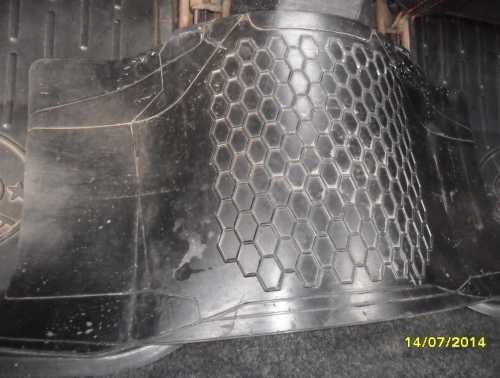 Продам коврик-перемычку на тоннель лады 2109
