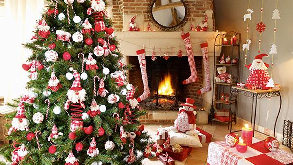 Украшение дома на Новый год Петуха