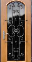 Дверь с стеклянной вставкой