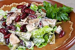 Салат из телятины с фасолью