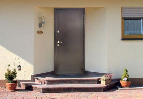 стальную дверь на дачу