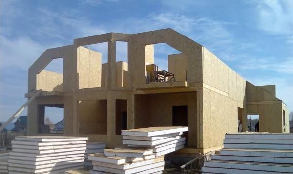 Легко и быстро строим дом из стеновых сэндвич панелей