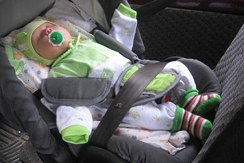 Не вредно ли сажать новорожденного в автокресло 21