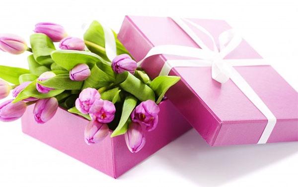 Сделать подарок  на 8 марта жене 85