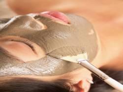 Как сохранить красоту? Как правильно наносить маску на лицо?