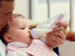 Кормление и молочные смеси для новорожденных