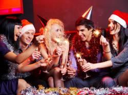 Игры на Новогоднем празднике для взрослых