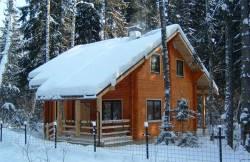 Строительство домов из бруса зимой: насколько это оправдано?