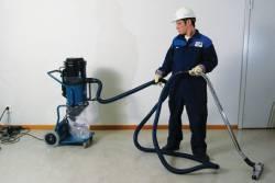 Продавец строительных пылесосов