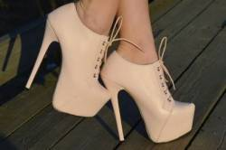 Ботильоны остаются в ряду любимой обуви