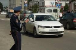 Клинцовские сотрудники ГИБДД ловят водителей, не пристегивающих детей