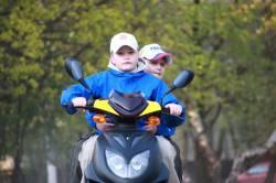 Штрафы для водителей мопедов и скутеров станут точно такими же, как и для водителей автомобилей.