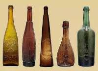 Коллекция стеклянных бутылок